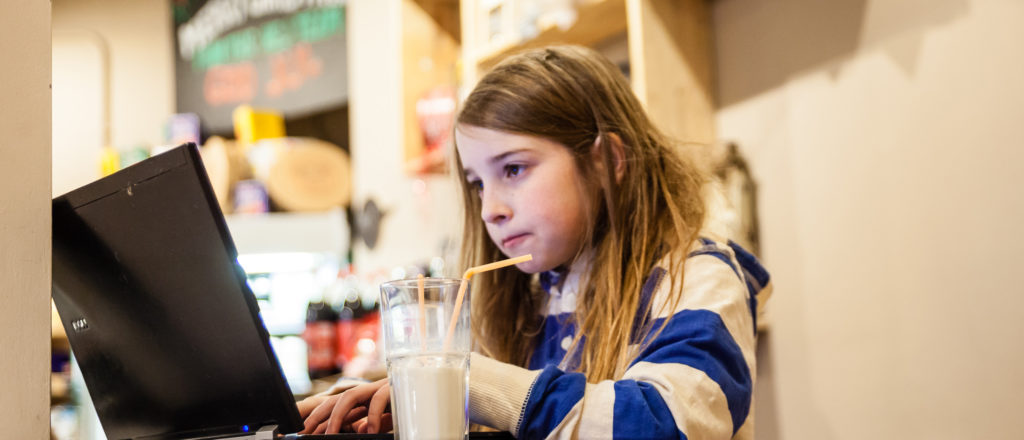How a 7-year-old girl hacked a public Wi-Fi network in 10 minutes image